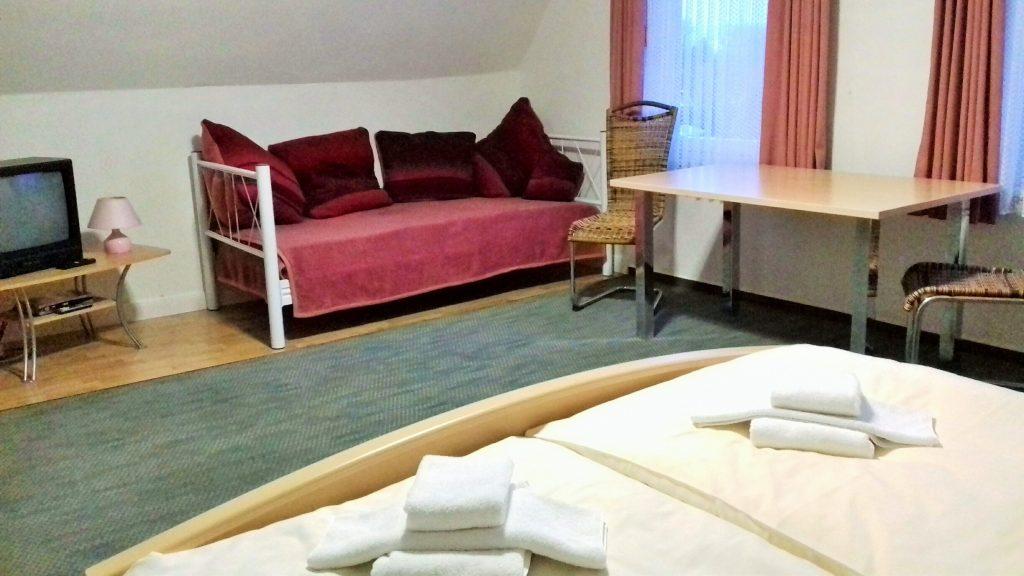 Zimmerbeispiel: Familienzimmer mit Bad, 2. Etage